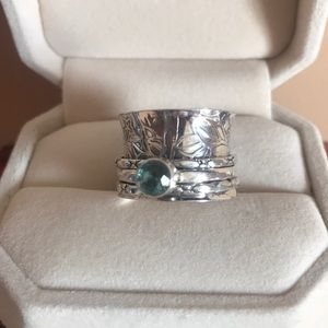 Jewelry - Spinner Ring with blue stone